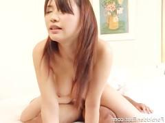 Молодая японка готова оседлать пиздой крупный хуй и скакать на нем до изнеможения