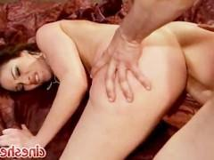 Дав возможность парню поласкать ее пиздушку языком и пальцами, порно звезда хорошенько возбудилась. И потом уже сама взяла его пенис в ротик с радостью, а также отдалась чуваку!