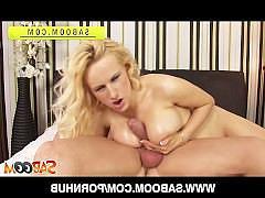 Блондинка с большой грудью дрочит член своими сиськами перед сочным аналом