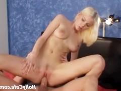 Молодая блондинка согласилась на сексуальное продолжение своего массажа