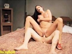 Порно звезде достался просто шикарный татуированный любовник, который знает, как ублажить женщину в постели. Вот она и получает удовольствие в его объятиях!