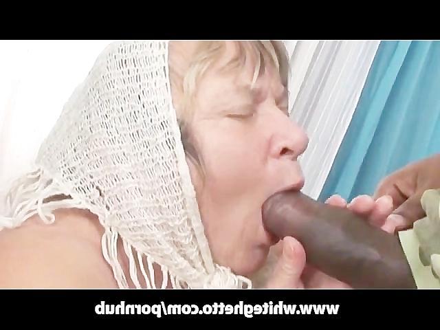 Смотреть порно старая тётка сосёт хуй видео фото 403-388