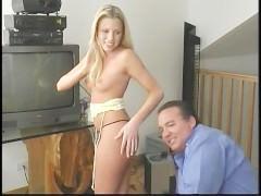 Муж не против посмотреть на еблю своей молодой жены с другим мужчиной