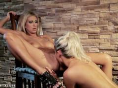 Привязав подругу к стулу, зрелая порно звезда сексуально ласкает ту, как ей только вздумается. А также заставляет сосать страпон и целовать ее обнаженные ноги, получая от этого дикий кайф!