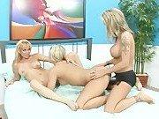 Гармоничное лесбийское трио блондинок