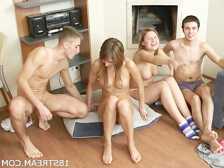 Порно очень молодых девчонок групповуха
