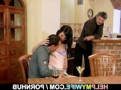 Молодая супруга согласилась помочь мужу и потрахалась с его лучшим другом