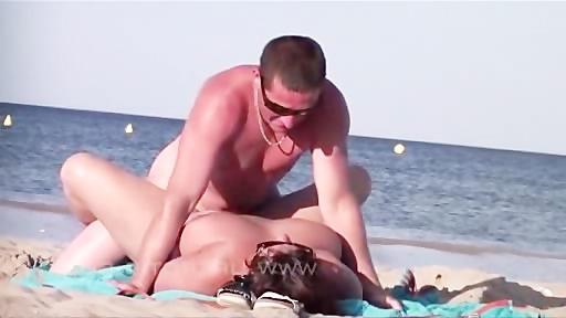 Подглядывание в туалетах на пляжах порно видео бесплатно