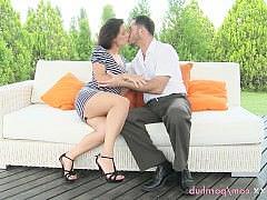 Гиг Порно  Романтический секс между красивой зрелой женщиной и страстным опытным любовником