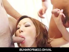 Гиг Порно  Красивая молодая японка с удовольствием трахается с двумя классными парнями