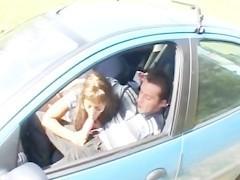 Зрелая арабская женщина ебется с любовником прямо в его машине
