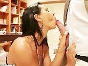 Порно звезда обсудила с гостем секс культуру