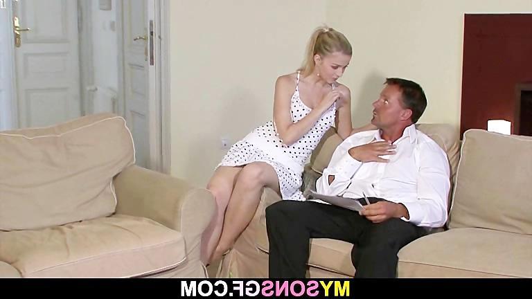 Бесплатное видео секстесмотреть он пристает к м ней трахоние фото 691-226