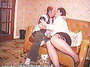 Гиг Порно пьяные Престарелая домохозяйка падка на групповухи