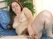 Домохозяйка отдает предпочтение в сексе вибратору