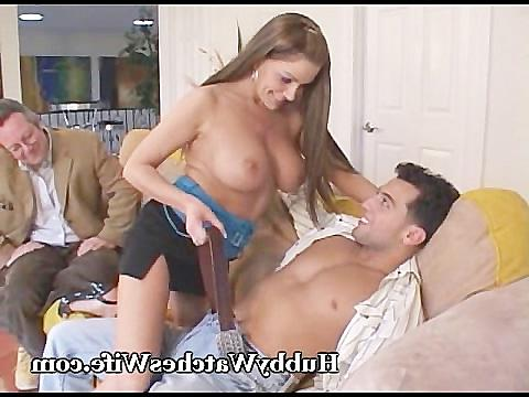 жена изменяет мужу в машине порно