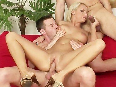 Секс женщины с двумя мужиками фото 709-775