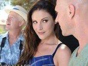 Гиг Порно  Пожилой муж отдал жену молодому любовнику