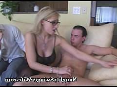 Зрелая жена с мужем пригласили третьего для групповой порнушки
