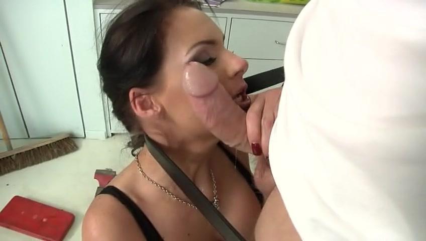 Секс видео зрелая женщина ебётся на кухне 0 фотография
