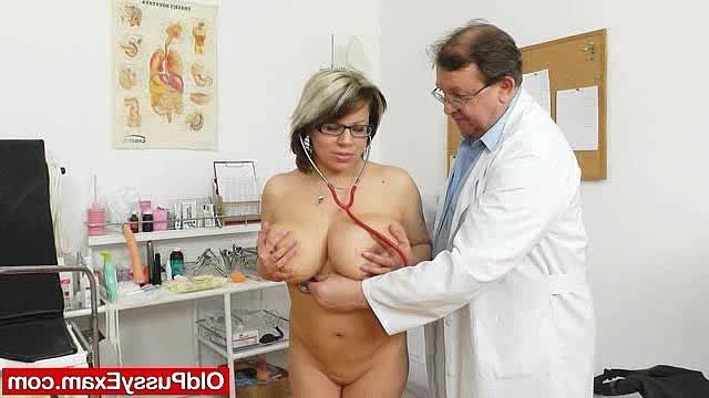 смотреть порно зрелая женщина у гинеколога