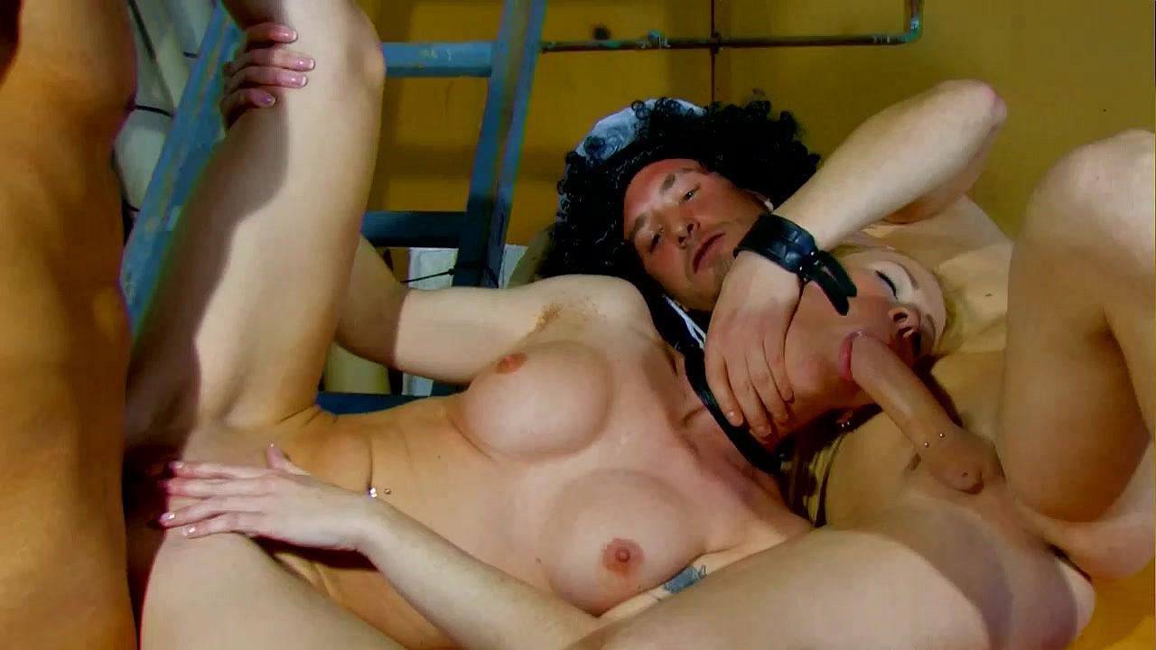 жестокое порно с двома большими членами