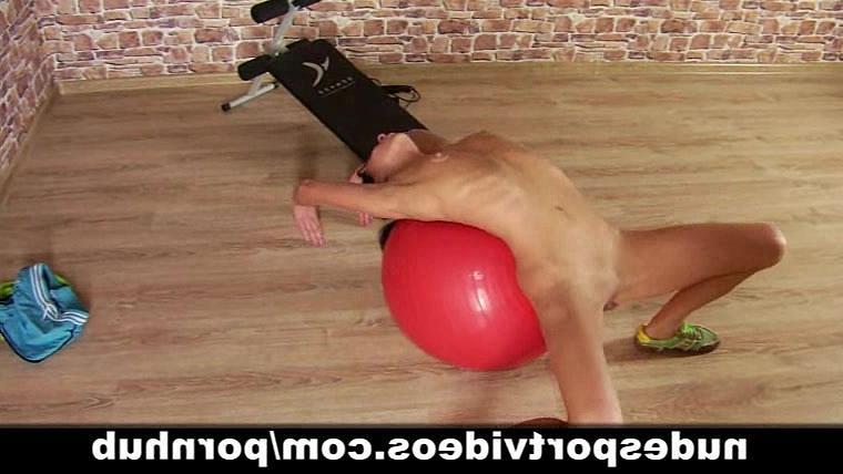 Худая и спортивная девочка показывает голый фитнес по домашнему, порно видео бесплатно ГИГ ПОРНО->
