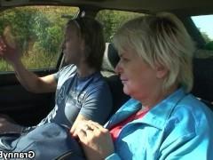 Зрелая баба рассчиталась с пацаном за подвоз на машине трахом