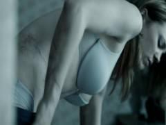 Подборка сексуальных сцен из фильма с участием зрелой знаменитости