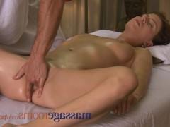 Гиг Порно  Не важно, кто делает массаж клиентке – мужчина или женщина, ведь они оба способны возбудить дамочку на крутое траханье. И тогда уже той предстоит решить – каким способом получить оргазм!