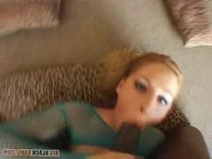 Жопастая молодая порно модель не устояла перед соблазном и трахается с негром