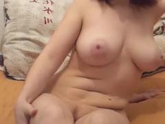 Зрелая супруга с большой грудью предлагает познакомиться с ее пиздой поближе