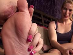 Пальцы на ногах порно онлайн русское