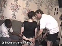 Грязная винтажная домашняя оргия с анальным ганг-бангом и проглотом спермы