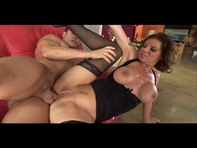 смотреть порно видео зрелая самочка у молодого парня онлайн