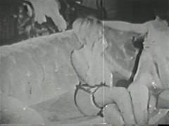 Несмотря на то, что все в этой порно подборке происходит в черно-белом цвете, менее страстным и жарким оно от этого не становится. Напротив, так и возбуждает зрителей!