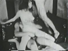 Классический любительский секс втроем в ретро порно прошлого века