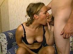 Французский секс-кастинг зрелой сиськастой телки с фистингом волосатой пизды