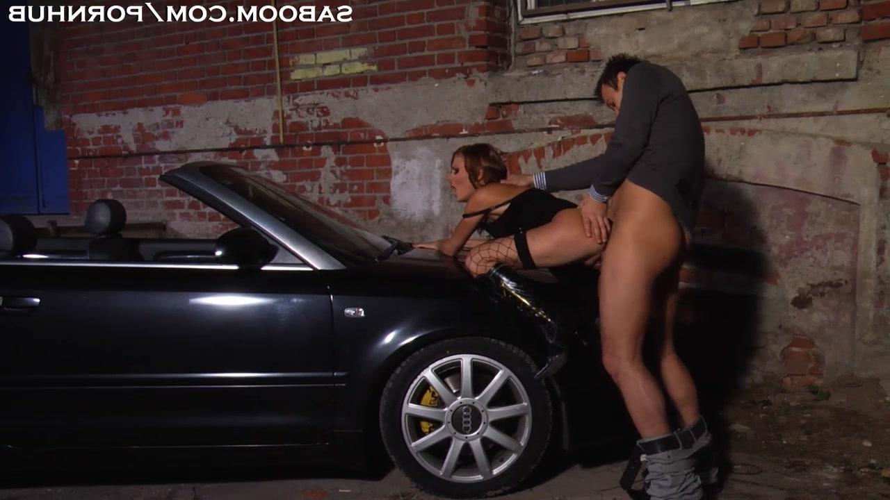 секс порно на капоте машине