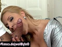 Гиг Порно  Сексуальная блондинка в чулках делает глубокий минет и дрочит пизду пальчиком