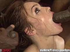 Два негра большими хуями ебут рыжую девочку в пизду и жопу одновременно