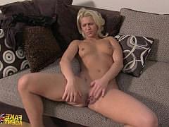 Блондинка пришла на кастинг стриптиза где ее жестко поимели большим хуем в пизду