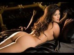 Шикарная порно модель имеет настолько восхитительную фигуру, что способна просто потрясти любого дрочера даже в белье. А это значит, можно особо и не раздеваться ей!