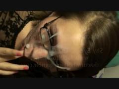 Подборка очкастых зрелых баб со спермой на лицах после минета