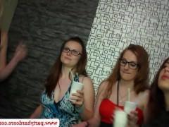 Шикарная оргия на любительской вечеринке с пьяными молодыми девушками
