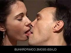 Две молодые красавицы обмениваются спермой после хорошего порева