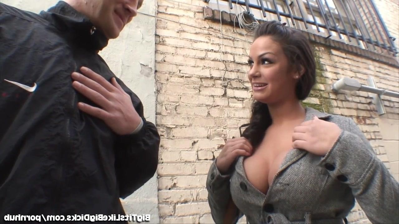 Русский лысый на тренажере трахнул жену 16 фотография