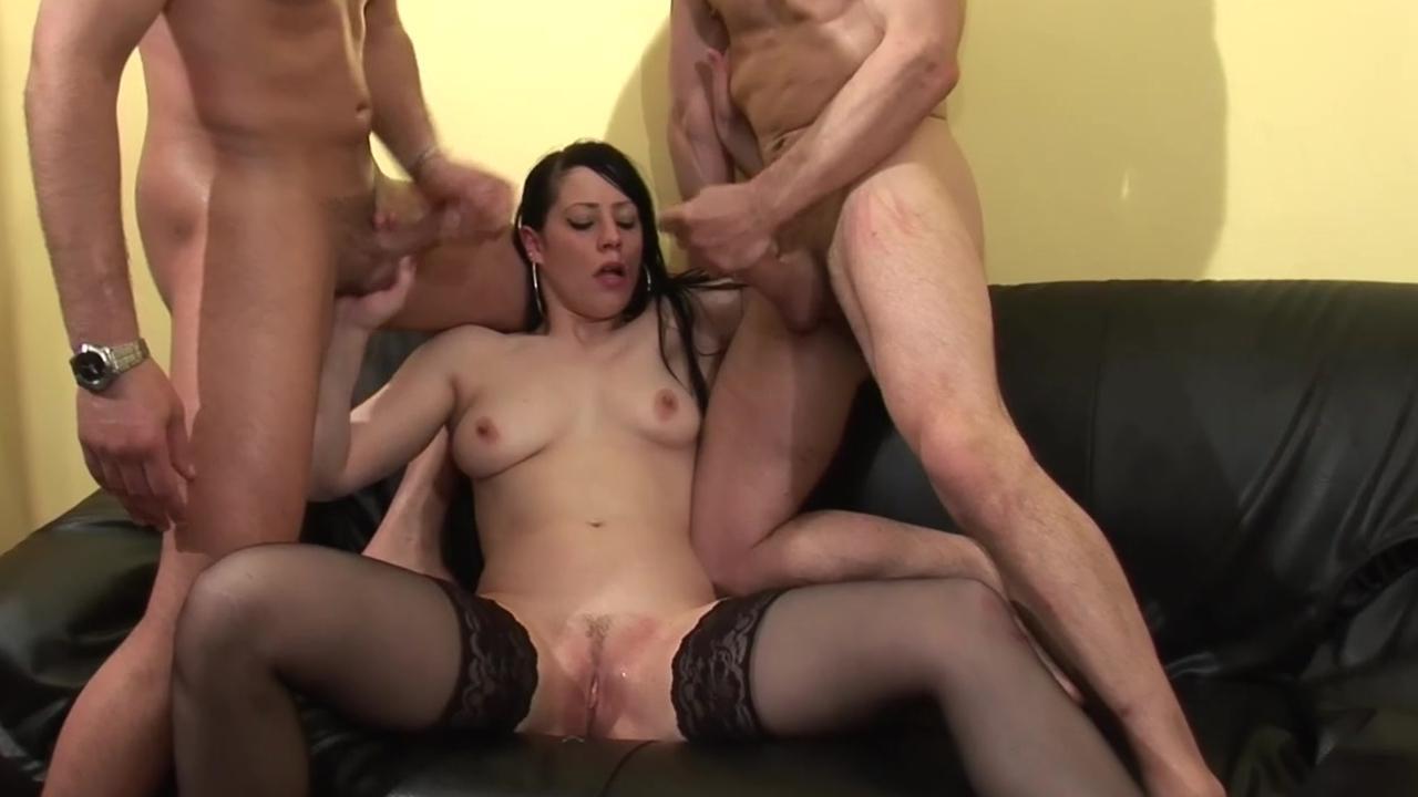 Видео секс огромные сиськи с двумя мужчинами 3 фотография