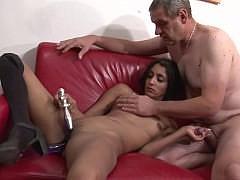 Зрелая семейная пара показывает сексуальный класс на порно кастинге