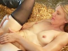 Порно смотреть онлайн на ферме с блондинкой фото 241-492
